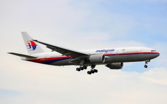 9M-MRO on approach to Auckland, NZ, on January 19, 2012. Photo by Auckland Photo News.