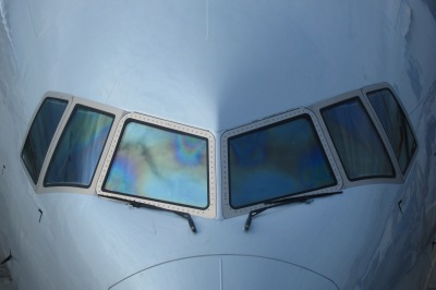 cockpit_windows_of_an_aa_b773